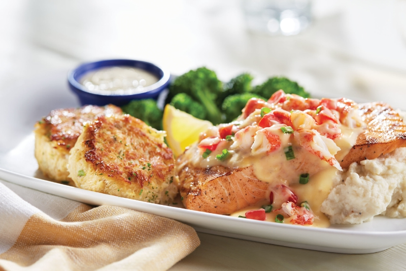Chicago foodie sisters crabfest is back at red lobster for Crab topping for fish