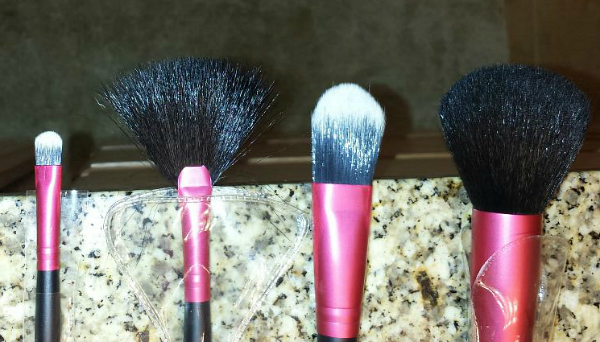 Petunia Skincare Makeup Brush Kit brushes natural hair and synthetic hair