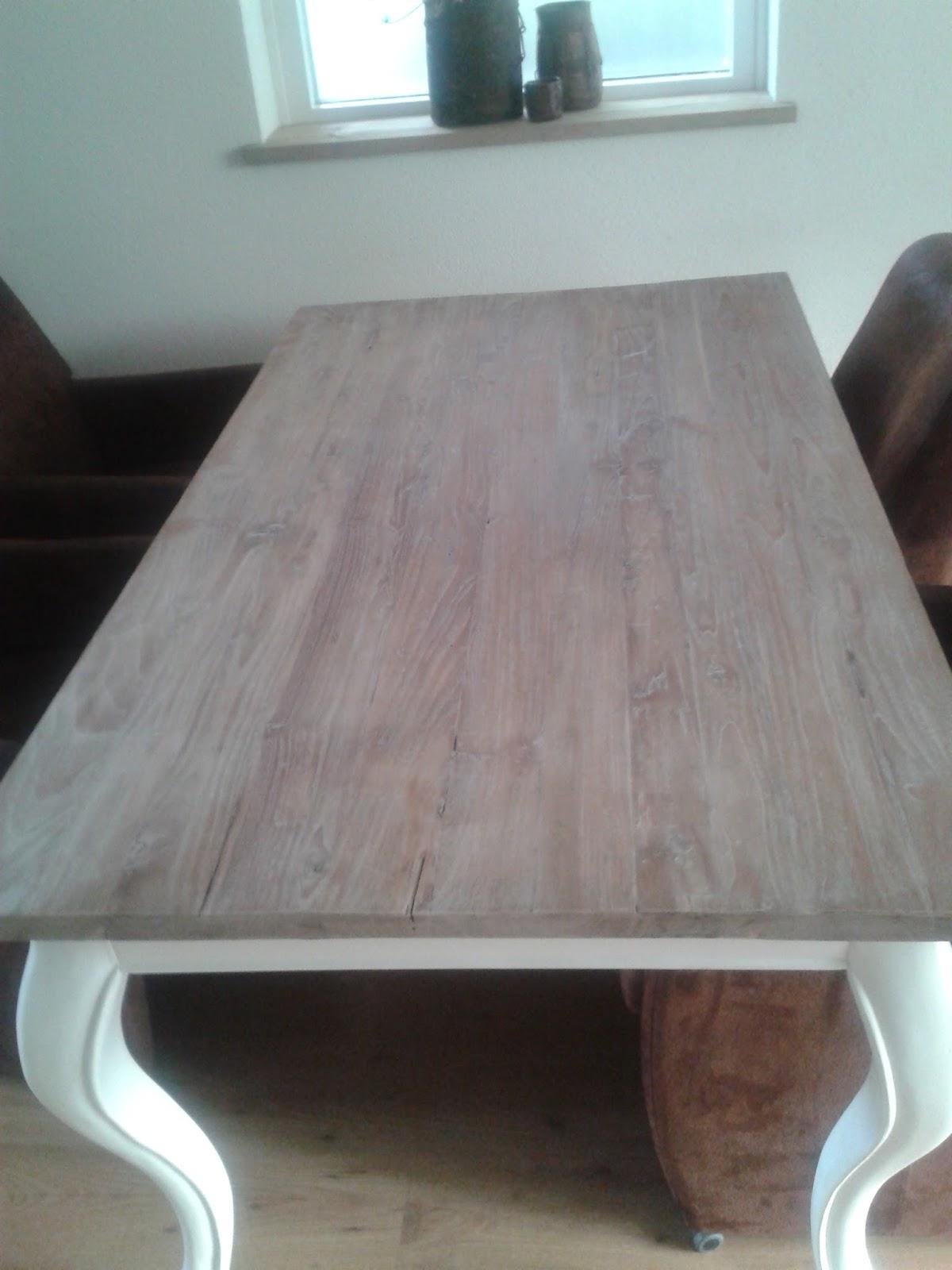 Wonen in je eigen stijl teak hout vergrijzen - Tafel een kribbe stijl industriel ...
