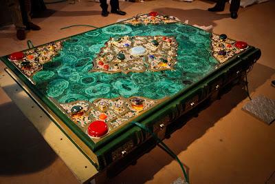 World's Largest Quran Worth 1.3 Million Exhibited in Tatarstan 5 أكبر نسخة من ''القرآن الكريم'' بجمهورية تاترستان وصلة تكلفتها 1.3 مليون دولار
