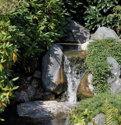 Jard n solar bombas solares para cascadas de agua for Fuentes y cascadas para jardin