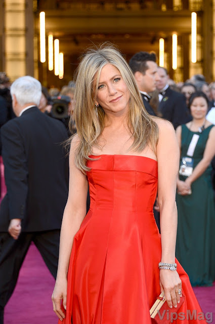 Jennifer Aniston in beautiful Valentino gown for 85th Academy Awards - pic 1