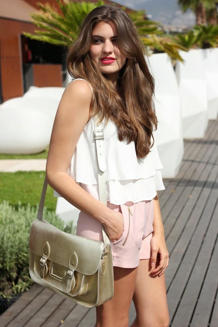 menthashop_look_celop_punto_shorts_rosa_pastel_satchel_dorado_bag_blusa_volantes_blanca_angicupcakes01