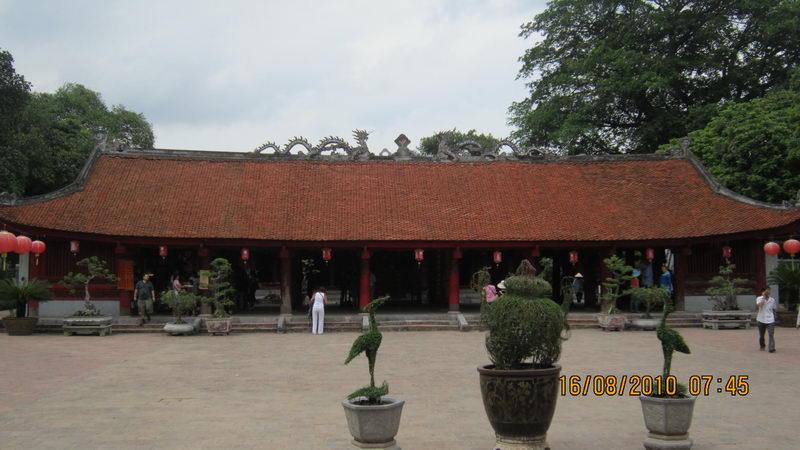 Tham quan văn miếu Quốc Tử Giam ở Hà Nội