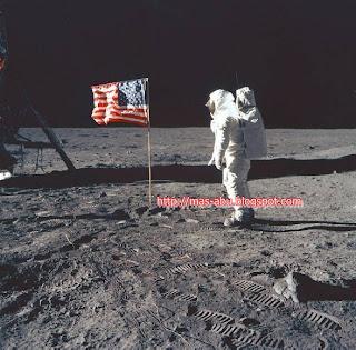 Foto-foto Bersejarah di Dunia - Manusia Pertama di Bulan