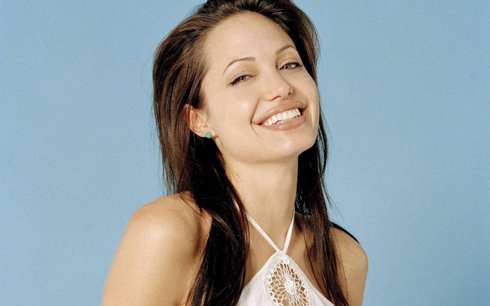 http://2.bp.blogspot.com/-ENwxlQyJvFU/TqvDgDSgKvI/AAAAAAAAADQ/oNSfPAAeIxc/s1600/Angelina+Jolie+%25281%2529.jpg