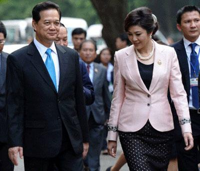 Thủ tướng Nguyễn Tấn Dũng chào mừng Thủ tướng Thái Lan, bàYingluck Shinawatra thăm chính thức Việt Nam