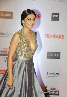Taapsee Pannu Looks Sizzling Shining in a Deep Neck Gown at Filmfare Awards 2016