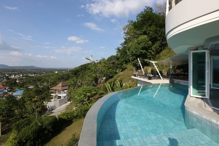Cliff edge pool in Modern Villa Beyond in Phuket