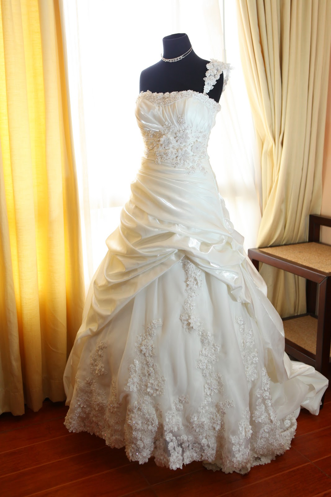Dorable wedding gowns for rent festooning princess for Wedding dresses for rent in atlanta ga