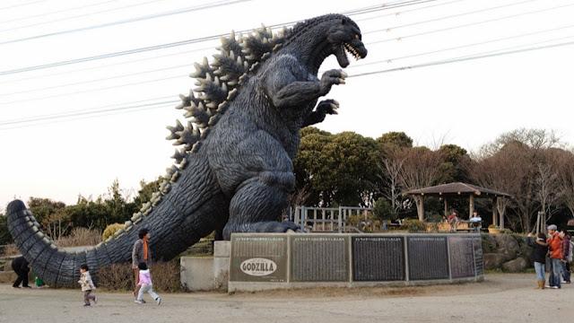 tobogán de Godzilla en Yokosuka