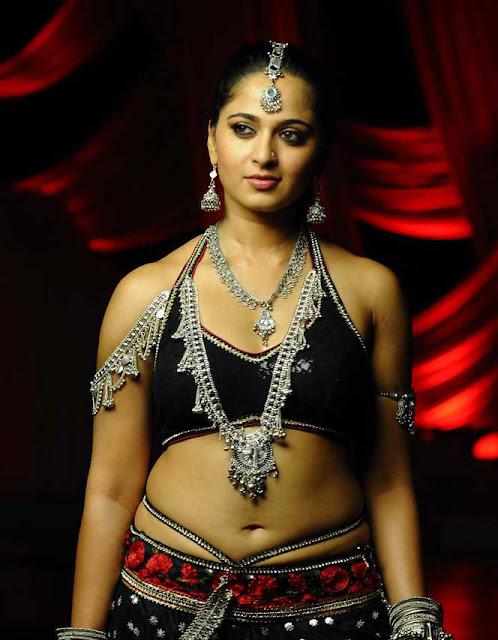 Anushka spicy navel show in damarukam movie
