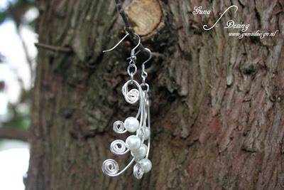 Wire jewelry earrings with beads made by Gunadesign