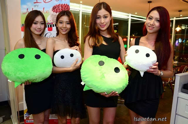WeChat ladies promoting the Buy 1 Free 1 promo
