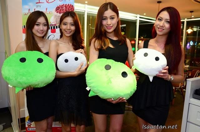 WeChat ladies promoting the Buy 1 Free 1 promo
