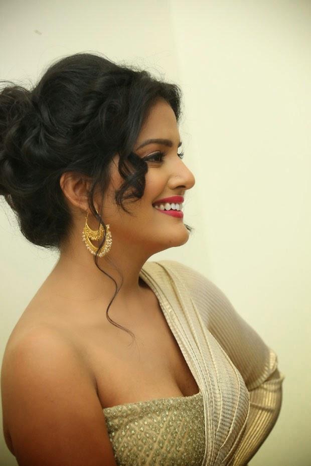 vishakha singh cleavage pics
