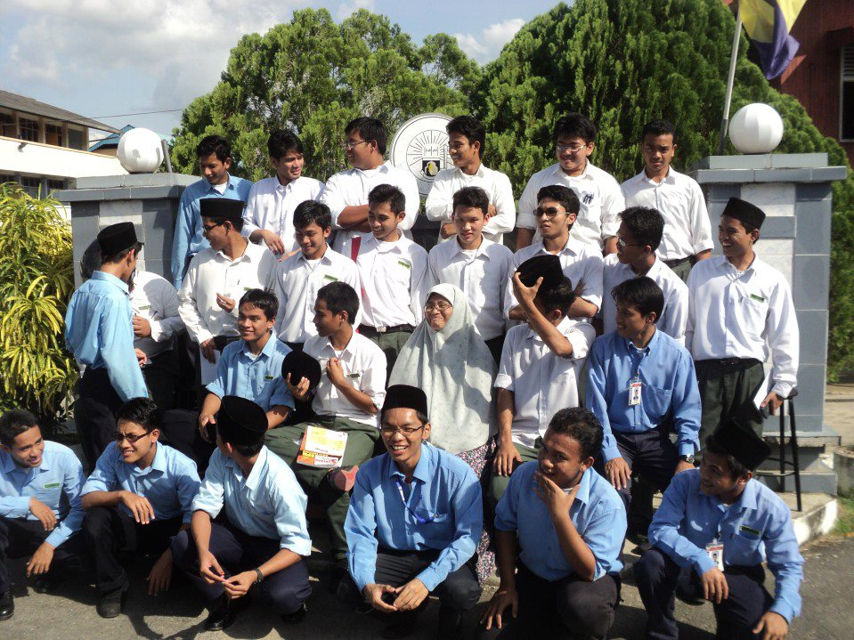 Selamat tinggal zaman riang-riang ria sekolah. :')