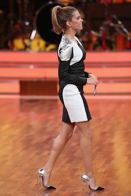 Sylvie van der Vaart in kort jurkje bij Lets Dance