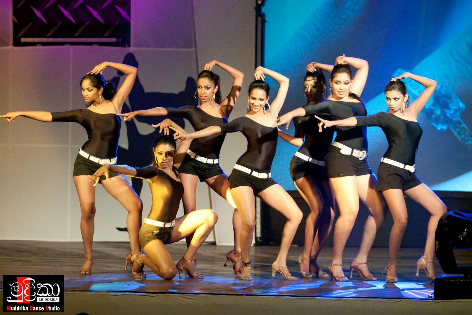 sl dancers in shorts