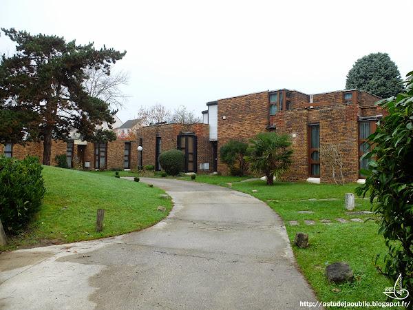 Roissy-en-Brie - Résidence Ascot  Architectes: Philippe & Martine Deslandes  Construction: 1971