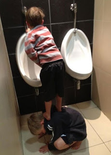 funny picture: kids peeing