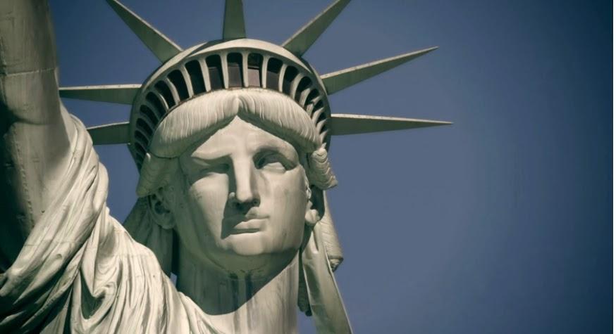 estatua de la libertad guiño