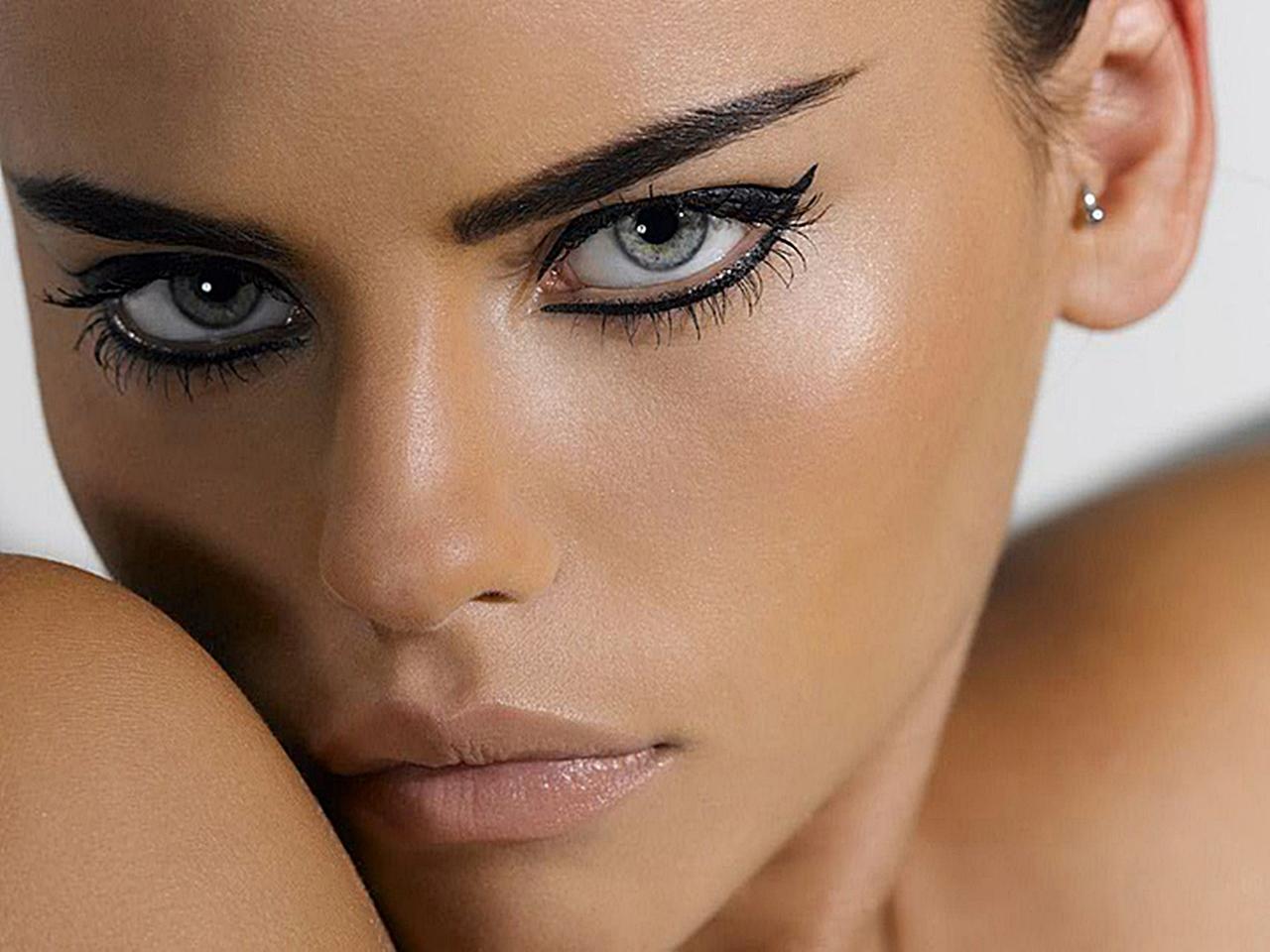 http://2.bp.blogspot.com/-EPey13iN-hE/UQAA4EkU6rI/AAAAAAAAAB0/OqxLuGaRpVs/s1600/Daniela+Freitas+Actress+In+Brazil.jpg