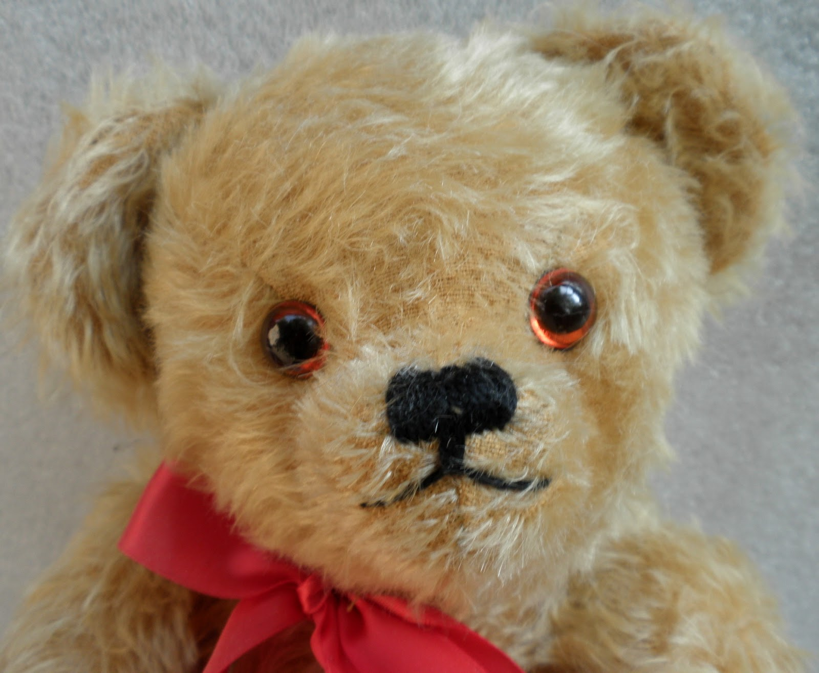 Glass Eyes  Originally Made For Taxidermists, Blown Glass Eyes Originating  From Britain Or Germany Were Introduced Into Teddy Bear Manufacturing  Around