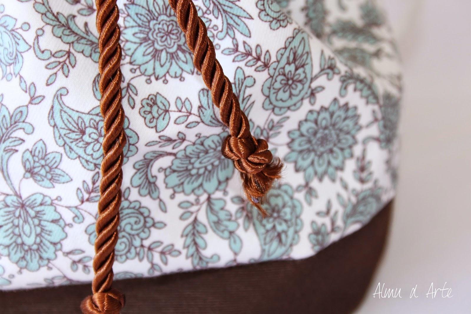 Tejido estampado para un bolso hecho a mano