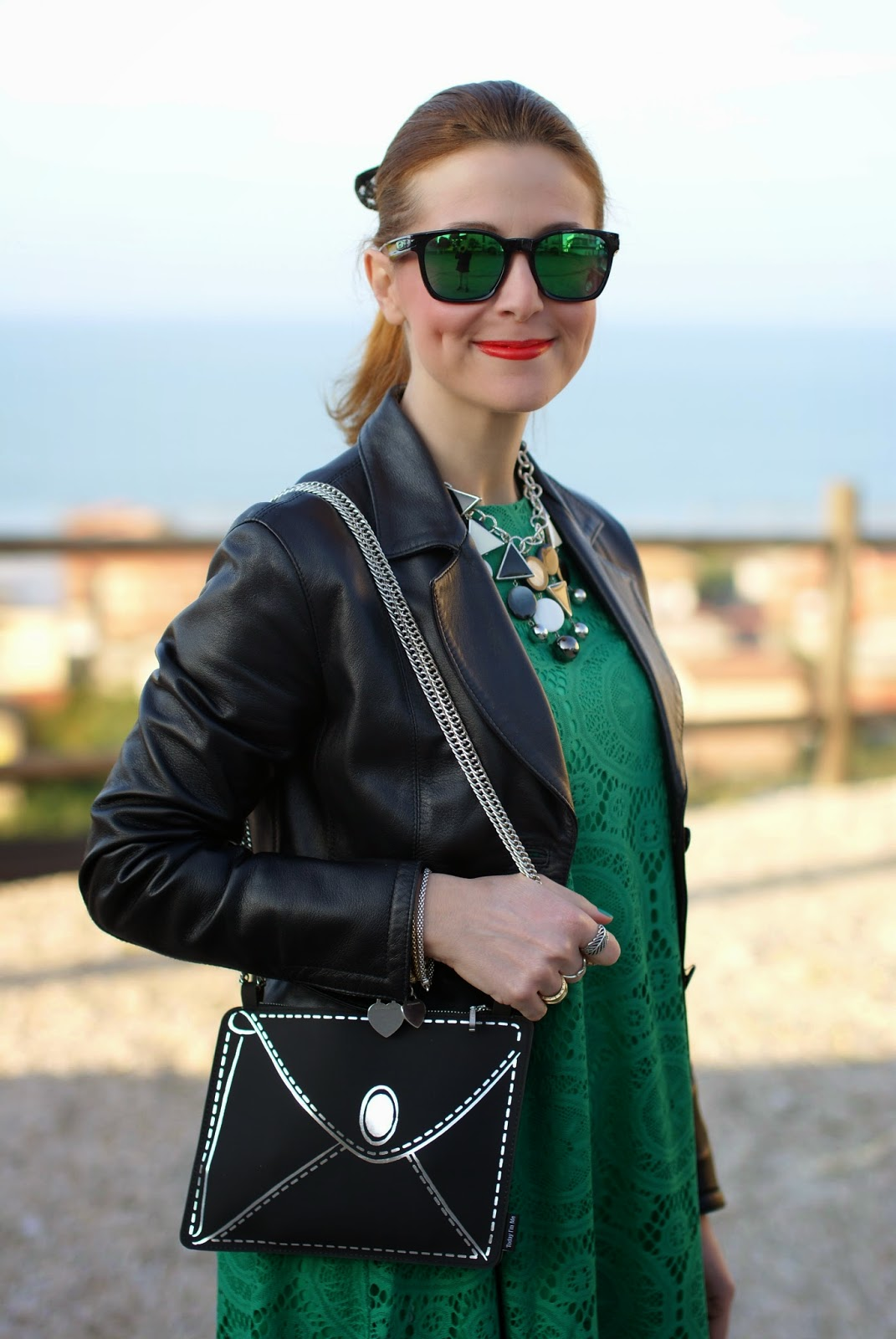 Vitti Ferria Contin collana, girls with dimples when smile, Today I'm me evening bag, Sheinside green lace dress, Fashion and Cookies, fashion blogger
