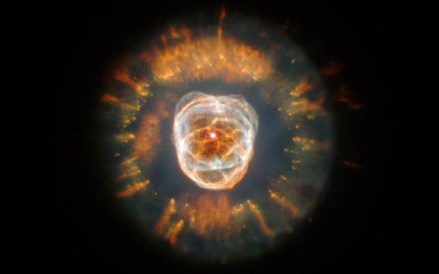 Tinh vân hành tinh Eskimo. Credit : NASA/Andrew Fruchter (STScI).