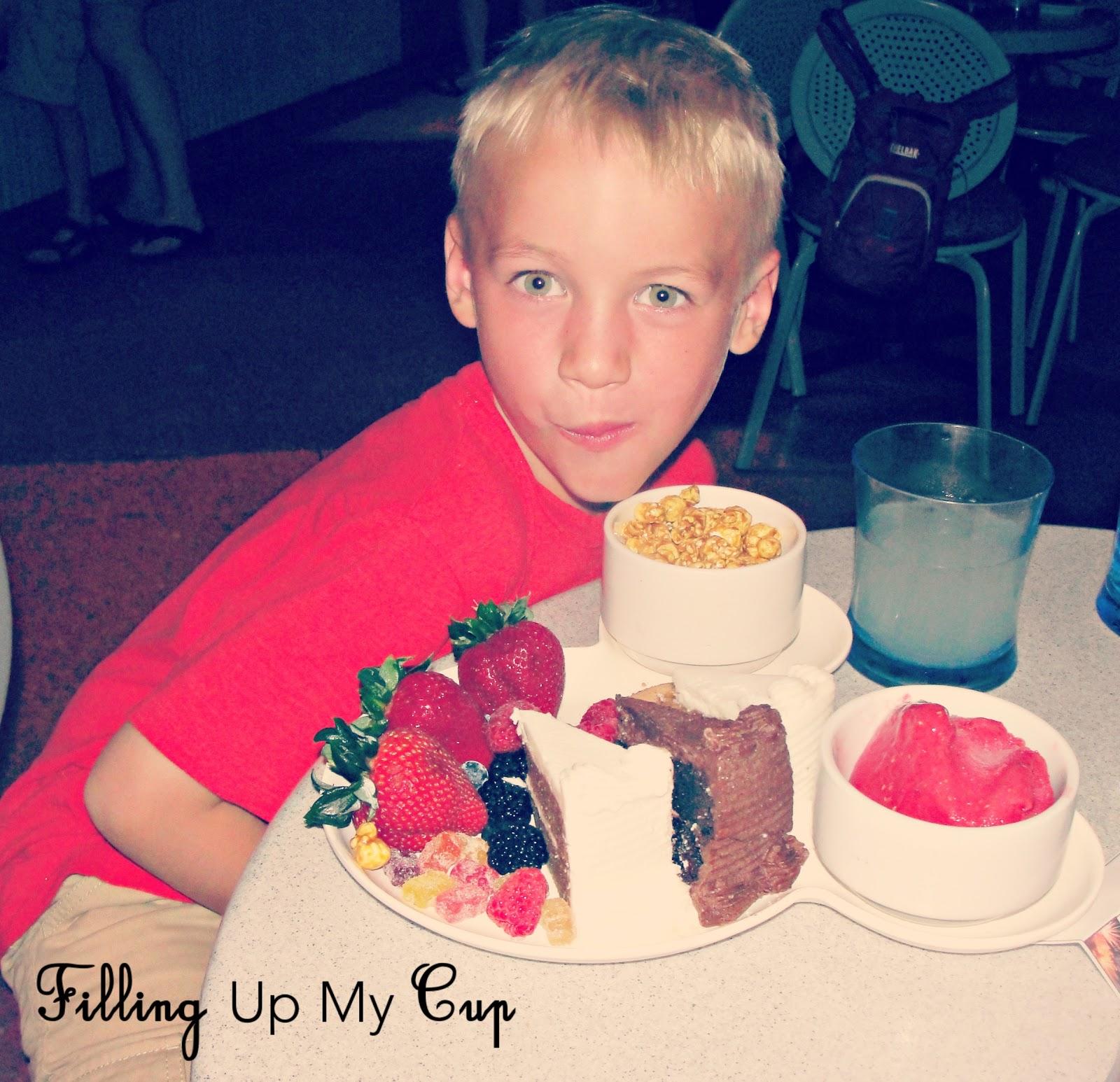 http://2.bp.blogspot.com/-EQNeECh361U/UKRerRUBRRI/AAAAAAAABeo/hngNOkRjH9w/s1600/peanut_free_desserts_WDW.jpg