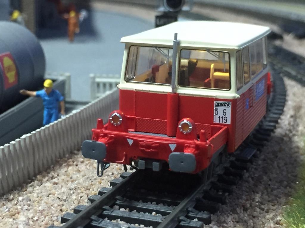 mon petit train mod lisme ferroviaire la draisine du 65 s 39 installe en gare de. Black Bedroom Furniture Sets. Home Design Ideas