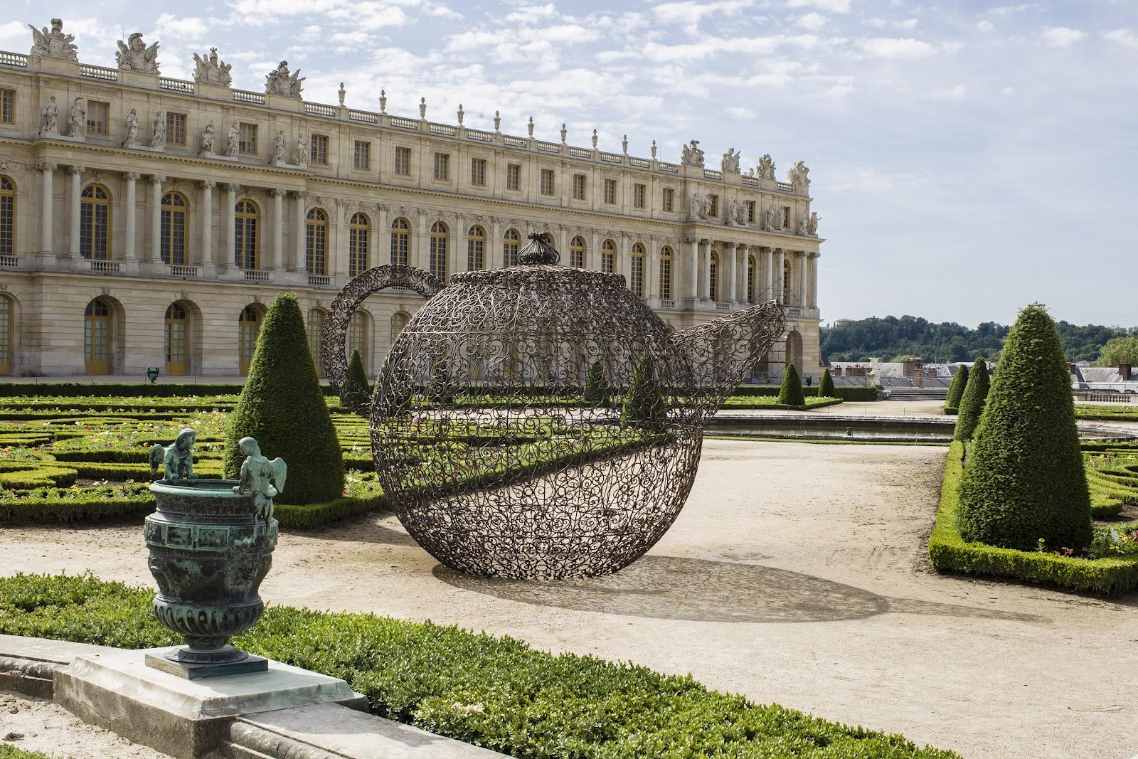 What 39 s up trouvaillesdujour versailles by joana vasconcelos for Versailles paris