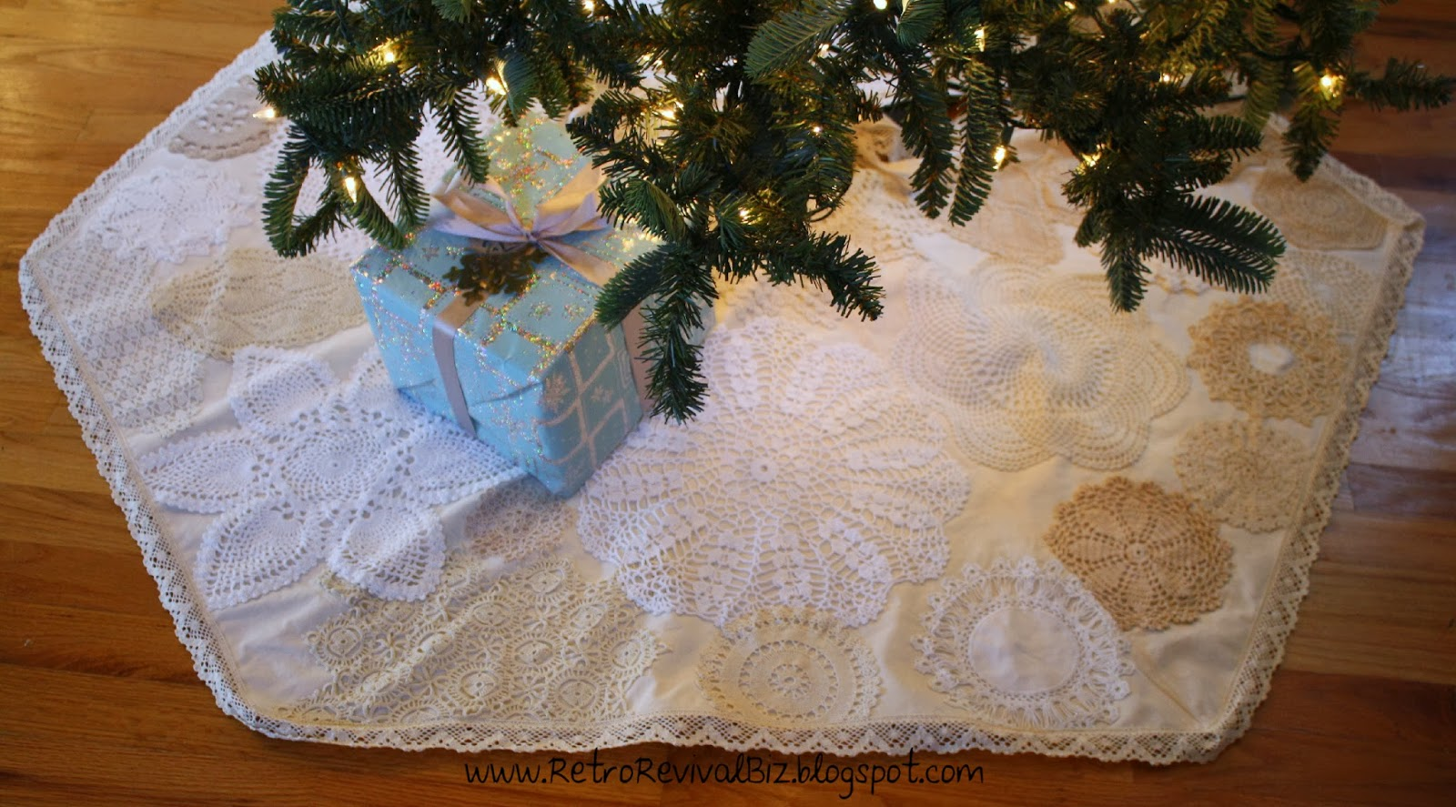 christmas tree skirt for those of you whove followed my blog for any length of time well you know im crazy about vintage crocheted doilies - Vintage Christmas Tree Skirt