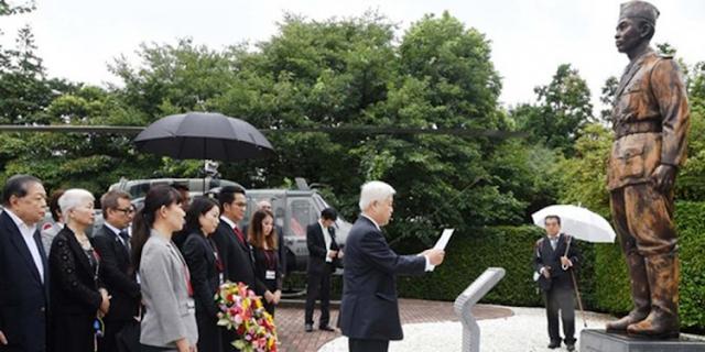 Patung Jenderal Sudirman di depan kantor kementerian pertahanan Jepang di Ibu Kota Tokyo