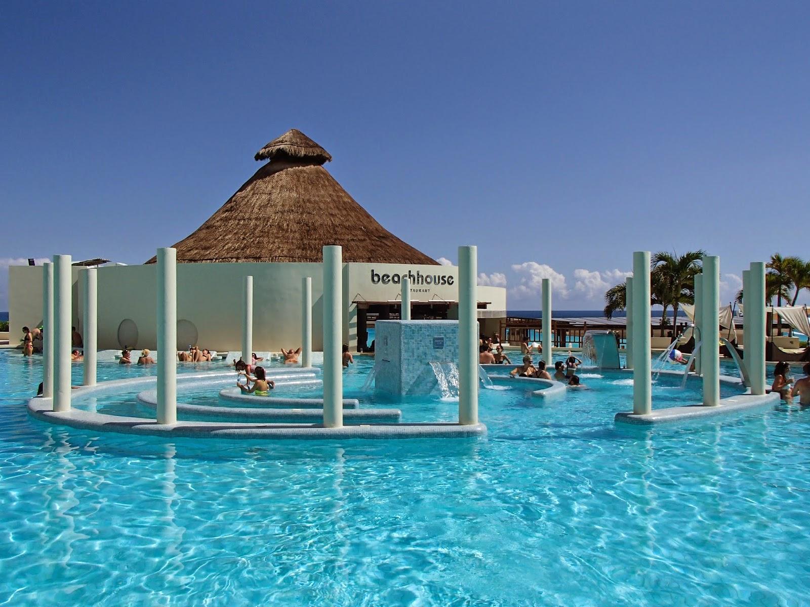 ME Cancun main pool