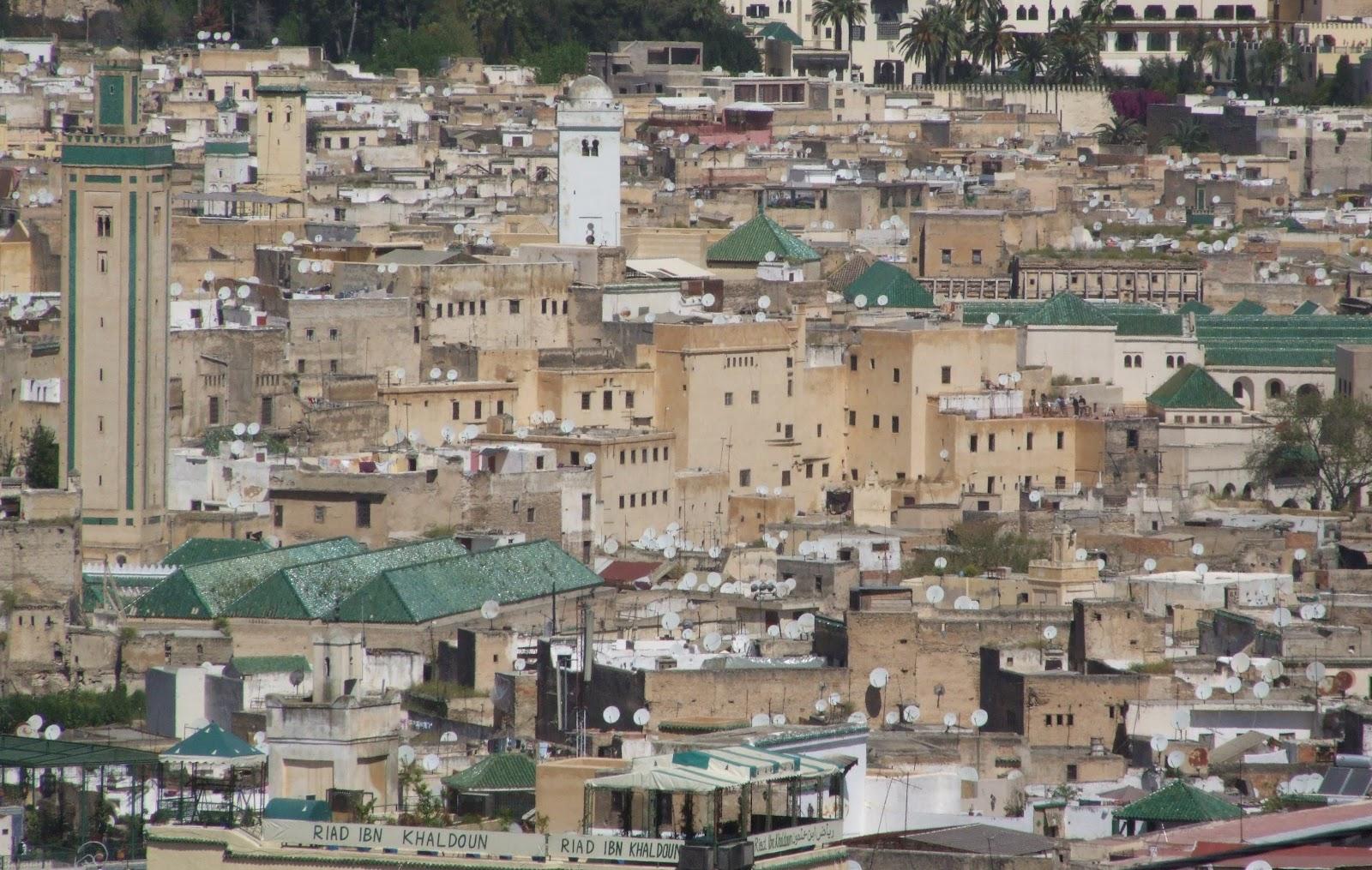 Di qua e di la: la medina di fes the medina of fez marocco