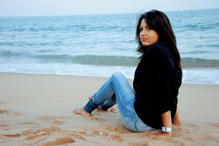 dream movie heroine pavani reddy & interview hot images