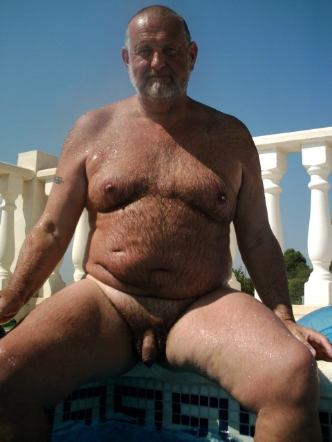 WetDreams01 Chubby Daddy Bear With Uncut Cock