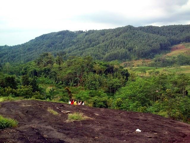 Pekalongan Trip: Watu Ireng, antara mistis dan eksotis