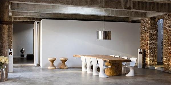 Minimalistyczna jadalnia designerskie krzesła, drewniany stół