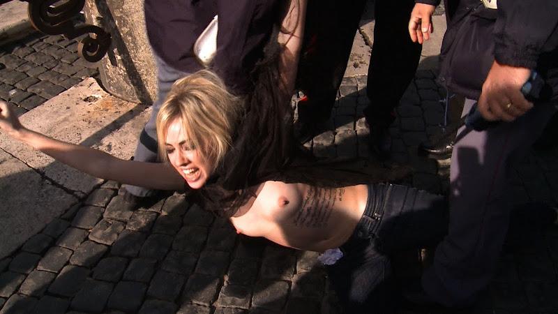 Activista De Femen En El Vaticano Minutodigital