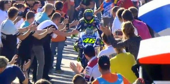 Meski Lorenzo yang Juara, Penyambutan Tetap Lebih Meriah dan Heboh Untuk Rossi, Hebat!