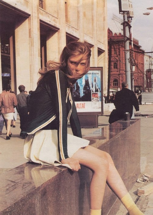 Angela Lindvall by Peter Lindbergh for W Magazine, 1997, girl sitting by sidewalk in city, 90's, pleated white skirt,