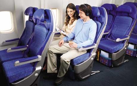 Sekarang, penumpang pesawat harus merogoh kocek lebih dalam. Katanya sih demi keselamatan.