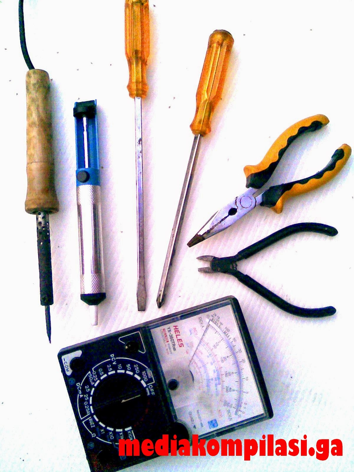 peralatan kerja elektronika