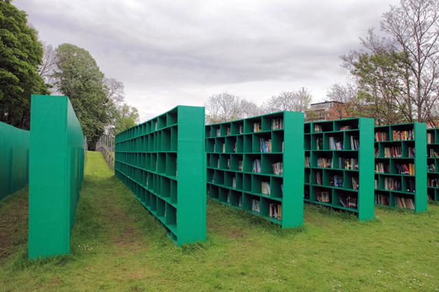 Italiano cria biblioteca ao ar livre