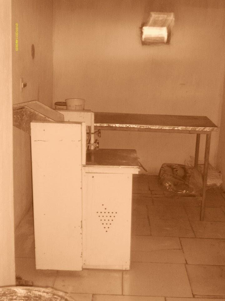 Vende-se maquinários de uma padaria com preto.