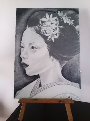 Geisha a portaminas y carboncillo